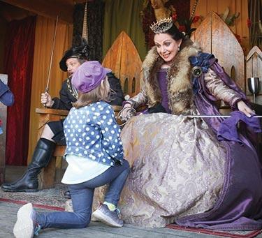scarborough-faire-kneeling-before-the-queen